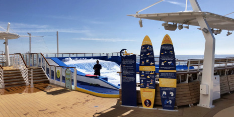 Surfsimulator an Bord der Symphony of the Seas